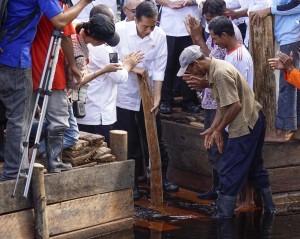 Presiden Jokowi meninjau kalan Sungai Tohor (Dok. Koalisi Blusukan Asap)