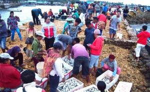 Pasar ikan di Muna Sulawesi Tenggara (Dok. Rare/Yayat Afianto)