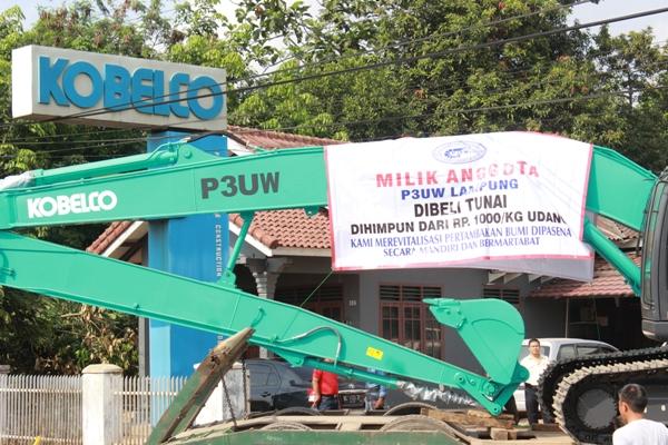 Excavator Baru Hasil Patungan Para Petambak Eks Dipasena Dok Puw Dipasena