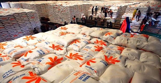 Tumpukan beras di gudang bulog. Pemerintah diminta tak hanya fokus pada penyediaan tetapi juga akses atas pangan (dok. bulog)