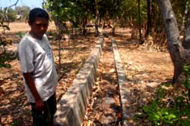 Tanggul yang dibangun masyarakat untuk mengendalikan banjir (dok. oxfam)