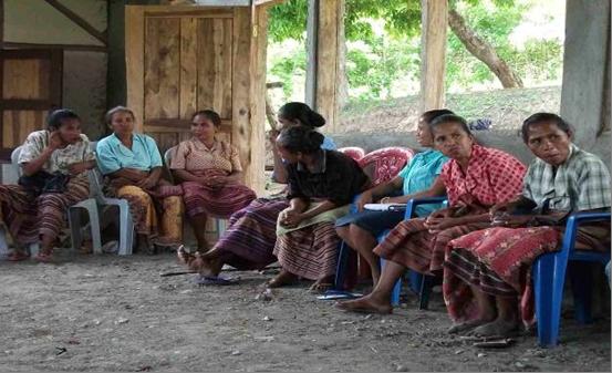 Kaum ibu di NTT berdiskusi tentang kesiagaan bencana (dok. oxfam)