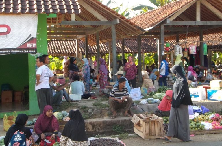 Suasana pasar desa di banjar negara (dok. banjarnegara.desa.web.id)