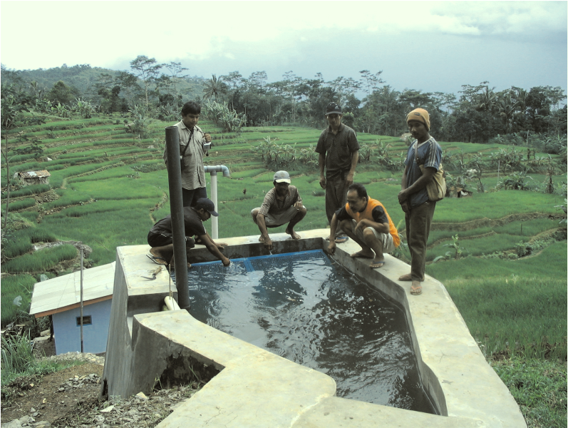 Pembangunan irigasi sederhana sekaligus pembangkit listrik mikro hidro (dok litbang.pu.go.id)