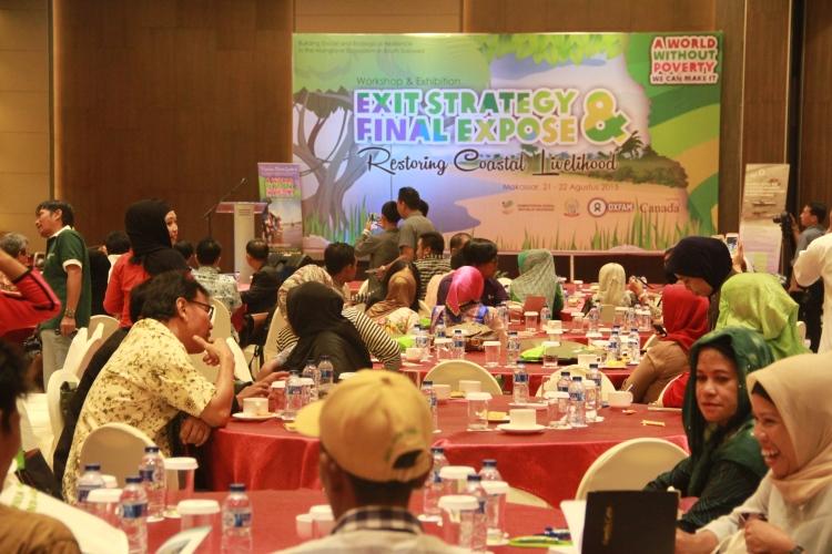 Para penerima manfaat program RCL berdiskusi di acara penutupan program RCL (dok. oxfam/irwan firdaus)