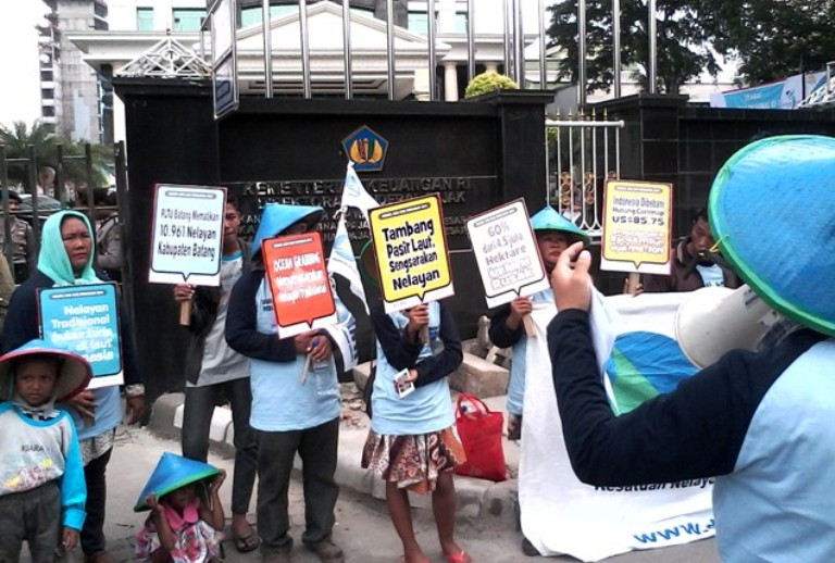 Perempuan nelayan menuntut pengakuan dan perlindungan negara (dok. kiara)