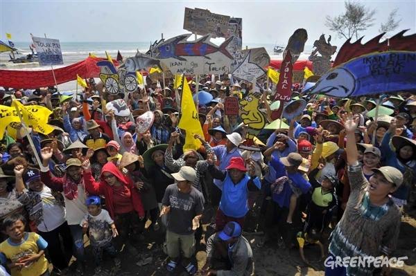 Warga melakukan aksi menolak pembangunan PLTU Batang (dok. greenpeace)