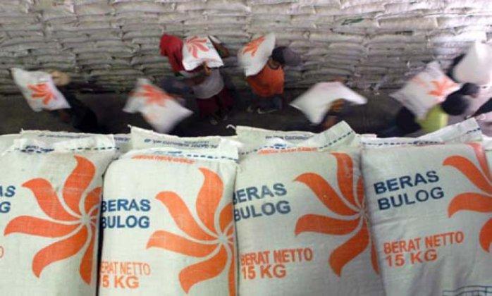 Stok beras di gudang Bulog. Perkuat Bulog, pemerintah didesak DPR terbitkan payung hukum. (dok hargajateng.org)
