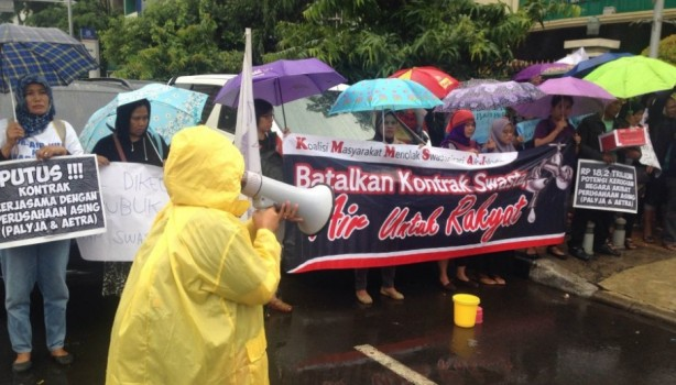 Masyarakat menentang privatisasi air jakarta (dok. kiara.or.id)