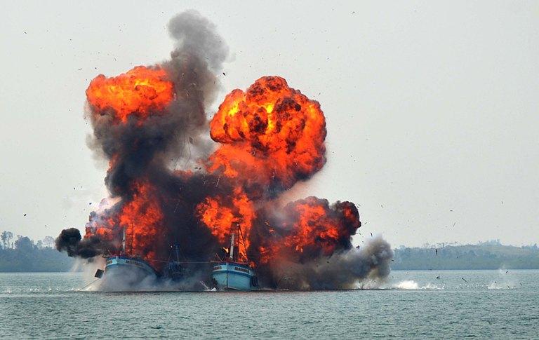 Kapal asing terlibat praktik illegal, unregulated, unreported fishing diledakkan (dok. kkp.go.id)