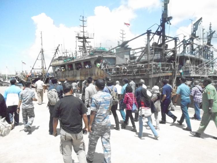 Kapal berawak asing yang ditangkap petugas patroli Kementerian Kelautan dan Perikanan (dok. bkpim.kkp.go.id)