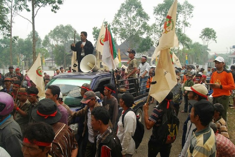 Aksi para petani yang tergabung dalam Serikat Petani Indonesia pada peringatan Hari Tani. Petani mendesak pemerintah tuntaskan masalah konflik agraria (dok. spi.or.id)