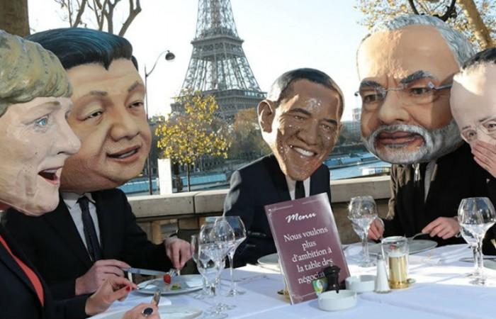 Aksi teatrikal terkait negosiasi iklim di Paris. Oxfam mendesak agar ksepakatan Paris menggolkan pendanaan adaptasi iklim bagi masyarakat termiskin di dunia (dok. oxfam.org.au)
