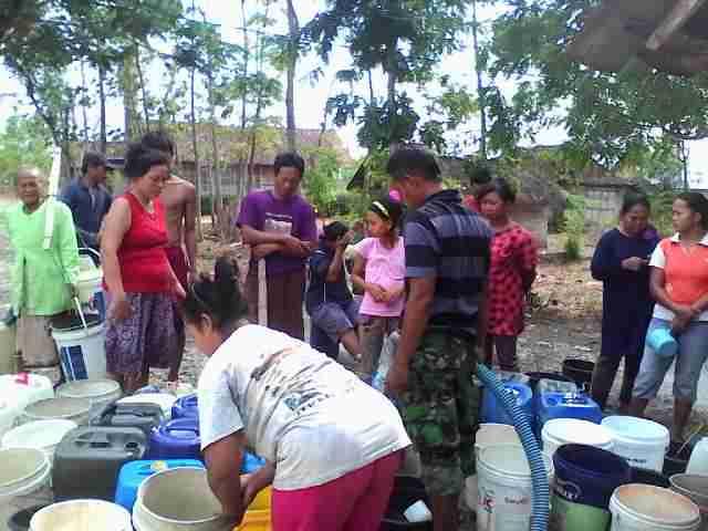 Pemuda desa berpartisipasi dalam memecahkan masalah kesulitan air di desa (dok. bojonegorokab.go.id)