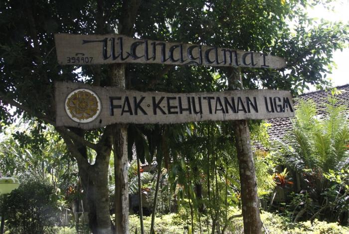 Gerbang masuk kawasan hutan wanagama, Yogyakarta. (dok. ugm.ac.id)