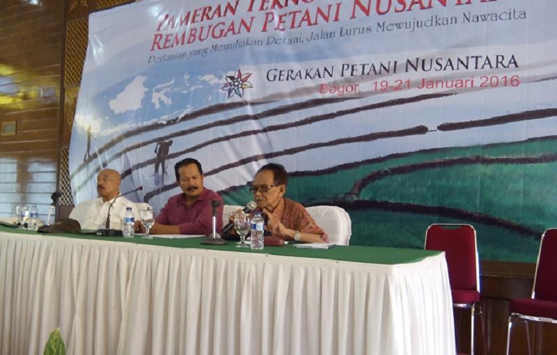 Prof. Gunawan Wiradi memberikan pemaparan tentang petani sebagai profesi mulia di acara Rembuk Petani Nusantara (dok. villagerspost.com/said abdullah)