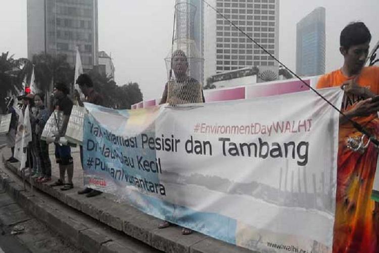 Para petani dan aktivis menolak aktivitas pertambangan (dok. walhi.or.id)