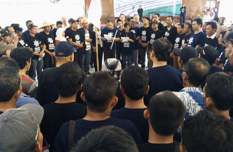 Pembacaan deklarasi Gerakan Petani Nusantara (GPN). Komitmen memuliakan petani dan mencetak generasi muda petani (dok. villagerspost.com/said abdullah)