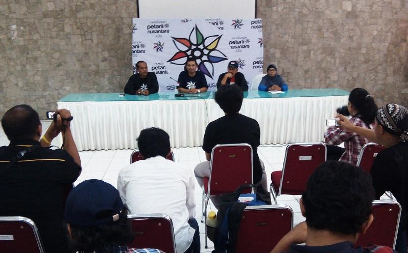 Ketua Umum Gerakan Petani Nusantara Hermanu Triwidodo memberikan keterangan pers terkait pembentukan GPN (dok. villagerspost.com/said abdullah)
