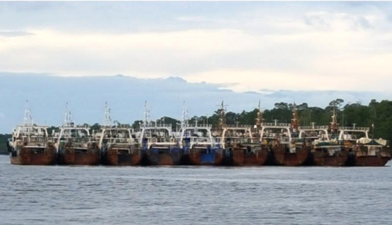 Kapal asing eks China yang melarikan diri saat masih berada di Pelabuhan Polama, Timika, Papua (dok. kkp.go.id)