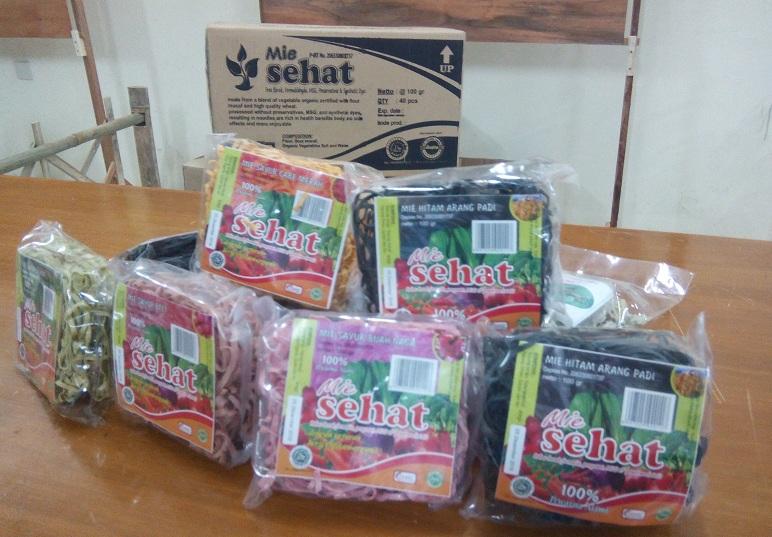 Mie Sehat, produk mie instan organik kreasi petani Magelang dipamerkan di acara Rembuk Petani Nusantara (dok. villagerspost.com/ Danang)