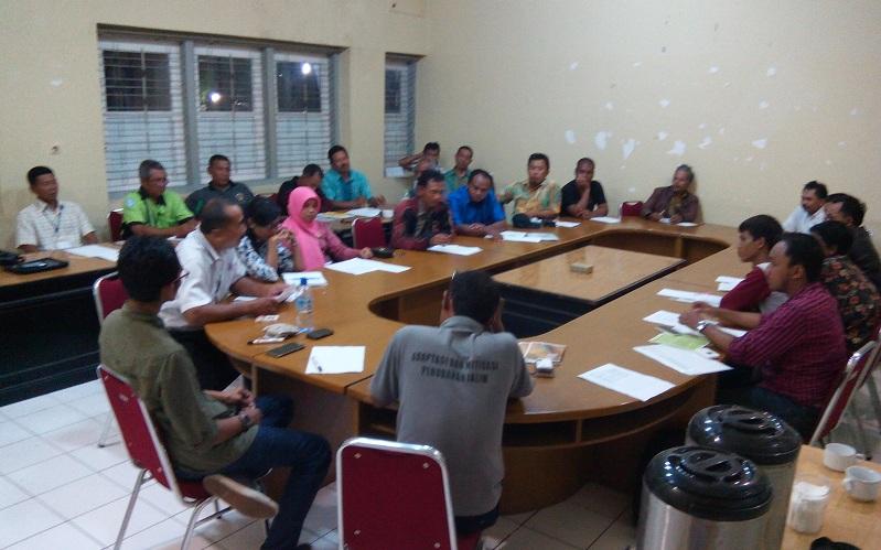 """Sesi pleno bidang ekonomi """"Rembuk Petani Nusantara"""" di Ciawi, Bogor (dok. villagerspost.com/Said Abdullah)"""