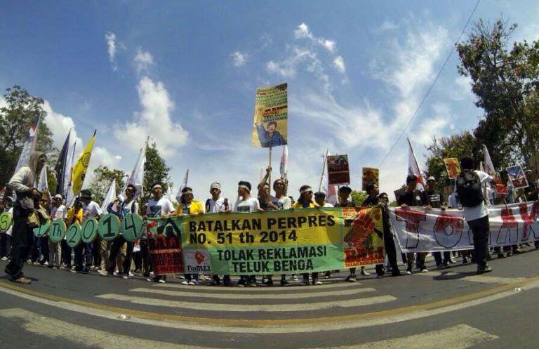 Warga Bali yang tergabung dalam ForBali berunjuk rasa menolak reklamasi Teluk Benoa (dok. forbali.org)