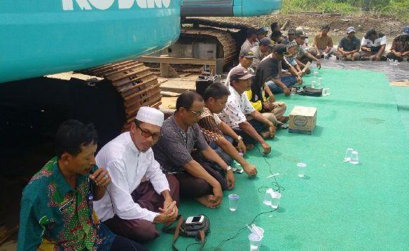Petambak eks Dipasena melaksanakan syukuran rampungnya revitalisasi mandiri (dok. p3uw lampung)