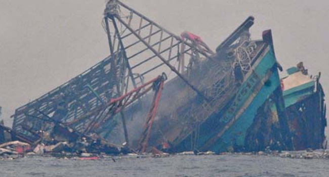 Kapal-kapal asing pelaku illegal fishing yang diledakkan Kementerian Kelautan dan Perikanan baru-baru ini (dok. kkp.go.id)