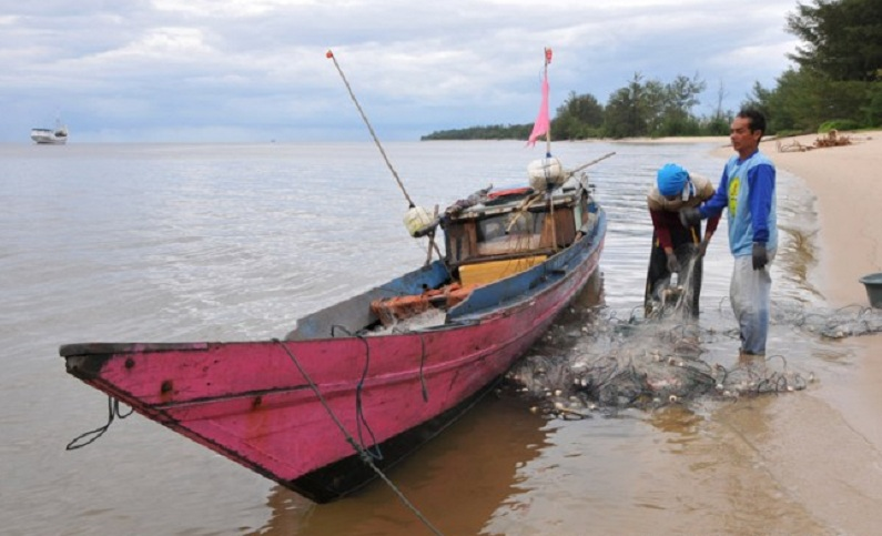 Nelayan tradisional bersiap mencari ikan (dok. kotawaringinbaratkab.go.id)
