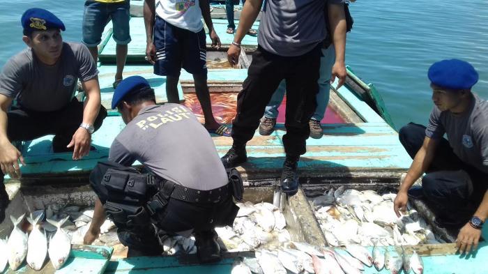 Aparat Polair Polda Sulsel ungkap upaya oknum nelayan edarkan ikan berformalin (dok. kkp.go.id)