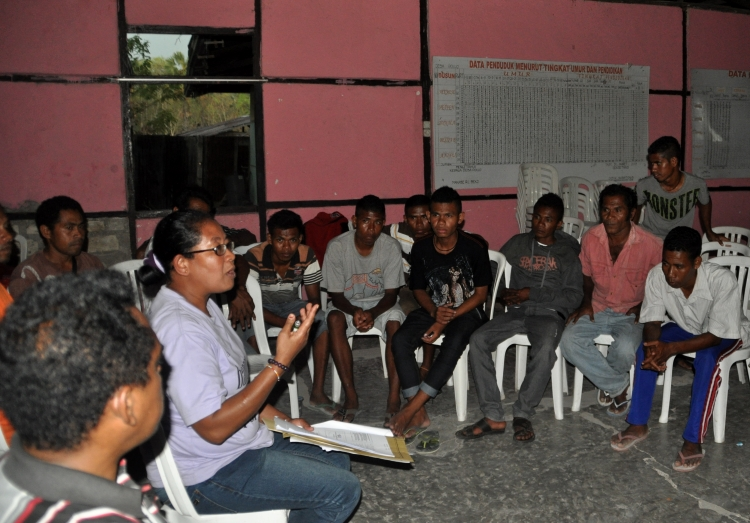 Aliansi Laki-laki Baru mendapatkan pelatihan dari yayasan Sanggar Suara Perempuan (dok. oxfam)