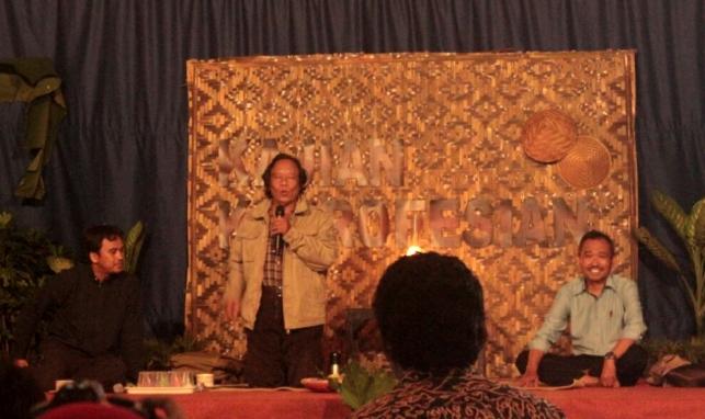 Budayawan Mohammad Sobary bersama Dr. Suryo Wiyono di acara Ngaji Kebudayaan Pertanian (dok. Departemen Proteksi Pertanian IPB)