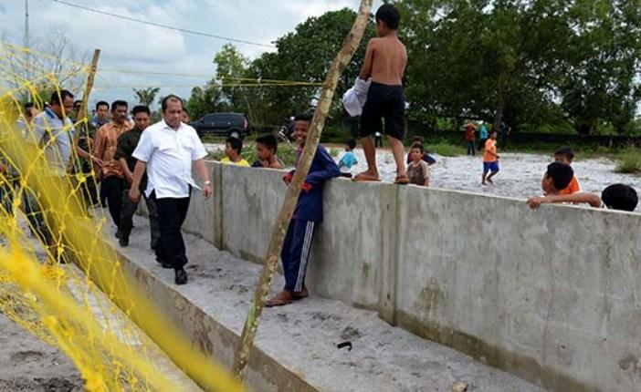 Menteri Desa PDTT Marwan Jafar meninjau penggunaan dana desa di sebuh desa di Lampung (dok. kemendesa)