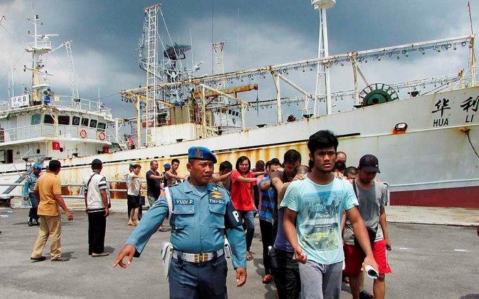 Kapal HUA Li 8 dan anak buah kapal tersebut ditahan pihak TNI AL (dok. kkp.go id)