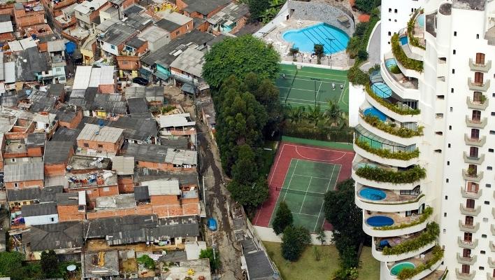 Potret ketimpangan sosial antara kaya dan miskin (dok. oxfamamerica.org)