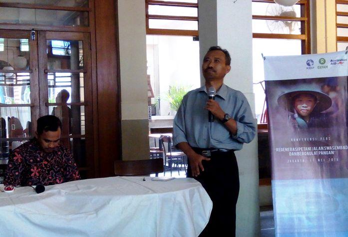 Kepala Departemen Proteksi Tanaman IPB Dr. Suryo Wiyono memaparkan hasil penelitian KRKP bersama KSKP yang didukung Oxfam Indonesia terkait petani muda (dok. villagerspost.com)