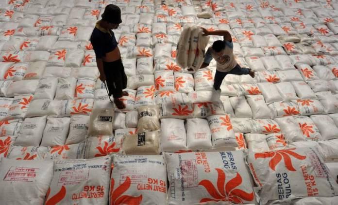 Tumpukan beras di gudang Bulog. DPR minta Bulog menjadi penyangga pangan nasional (dok. setkab.go.id)