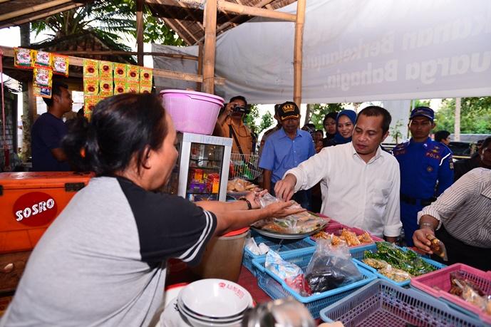 Menteri Desa PDTT Marwan Jafar meninjau usaha kecil di perdesaan (dok. kemendesa.go.id)