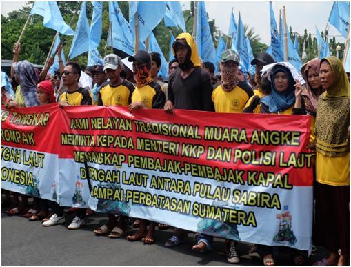 Nelayan beraksi menuntut pemerintah menuntaskan kasus perompakan di perairan Pantura (dok. kiara)