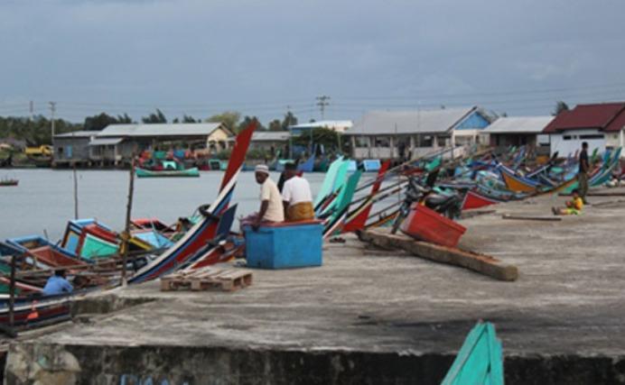 Nelayan tengah tak melaut. Kiara mendesak APBN 2017 harus sejahterakan masyarakat pesisir (dok. KIARA)