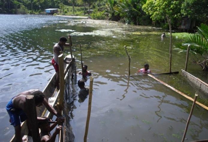 Budidaya ikan dalam keramba apung di Danau Sentani, Papua (dok. kkp.go.id)