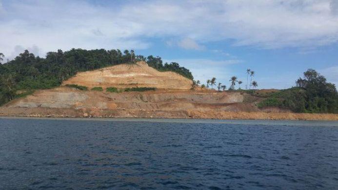 Kerusakan di bibir pantai Pulau Bangka, Sulawesi Utara, akibat aktivitas pertambangan PT MMP (dok. jatam.org)