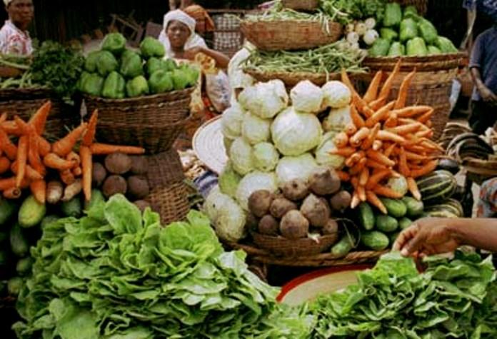 Bahan makanan pokok di pasar tradisional (dok. riau.go.id)