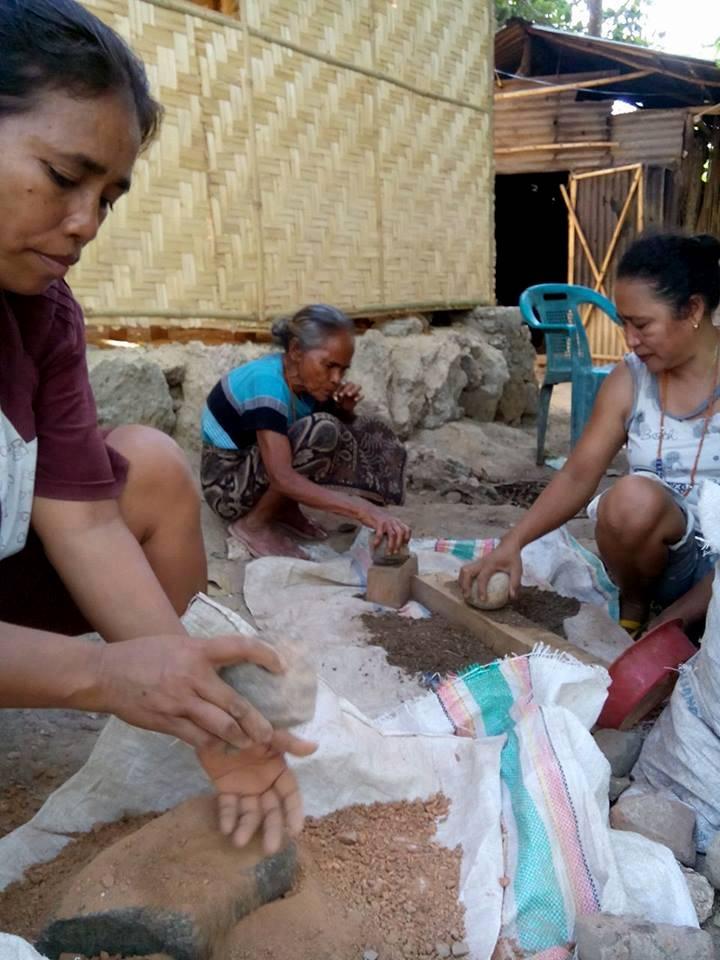 Daging dan cangkang keong mas yang sudah dihaluskan (dok. villagerspost.com/rahmat adinata)