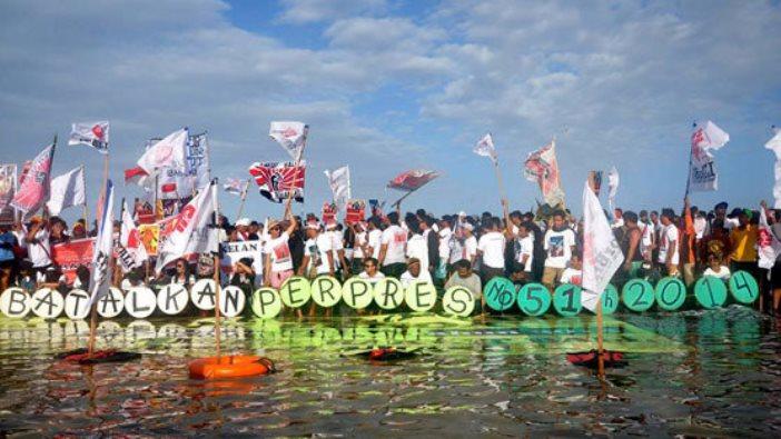 Masyarakat Bali menegaskan penolakannya terhadap proyek reklamasi Teluk Benoa (dok. change.org)