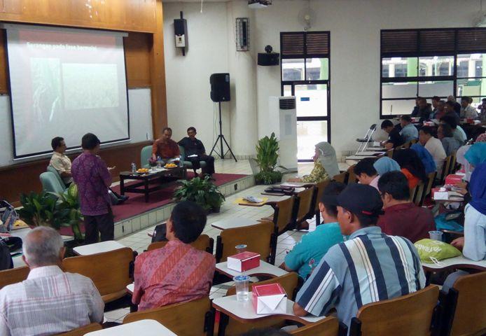 """Diskusi """"Penyelamatan Produksi Beras Nasional dari Ledakan Penyakit Blas"""" yang digelar Departemen Proteksi Tanaman, Fakultas Pertanian IPB (dok. villagerspost.com/said abdullah)"""