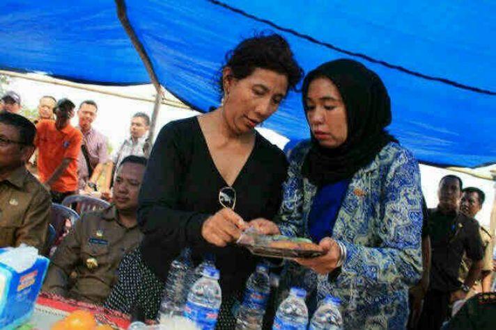 Erna Leka bersama Menteri Kelautan dan Perikanan Susi Pudjiastuti (dok. oxfam)