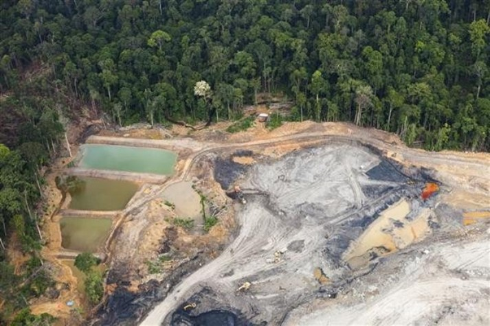Kerusakan lingkungan akibat pertambangan (dok. greenpeace)