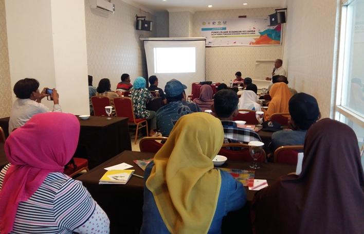 Pelatihan pengelolaan keuangan keluarga nelayan dan petani rumput laut di Makassar (dok. krkp)